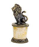Сувенир знак зодиака Лев на постаменте. Ручная работа, подставка из янтаря, фото 2