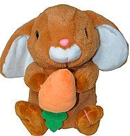 Заяц сидячий с морковкой (длинные ушки вниз) 21см, фото 1