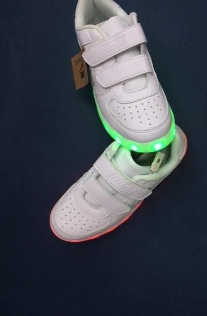 Белые светящиеся кроссовки NIKE - фото 2