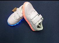 Белые светящиеся кроссовки NIKE