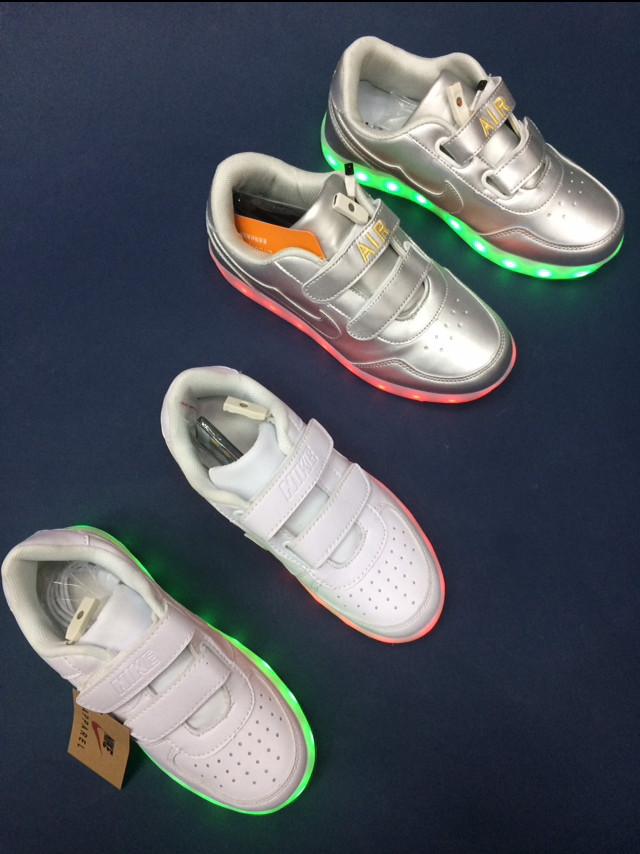Белые светящиеся кроссовки NIKE - фото 6