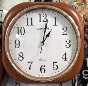 Часы настенные пластиковые, квадратные, корпус светлое дерево
