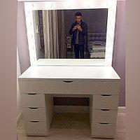 Туалетный столик с зеркалом и светодиодными лампами