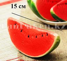 Искусственный фрукт Арбуз долька муляж декоративные фрукты ягоды (красно-зеленый)