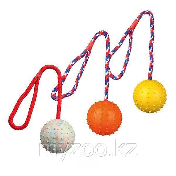 Игрушка для собак.  Мяч из натурального каучука, с шипами, на веревке, различные цвета. Мяч - ø 7 cm.