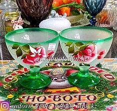 Креманка, на ножке, из цветного стекла с декором. Цвет: Бело-зеленый. Набор: 2 штуки.