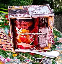 Подарочный набор в картонной коробке: Кофейная кружка с декором + ложечка. Материал: Керамика