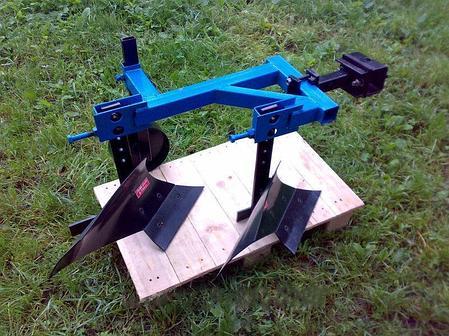 Плуг 2-х корпусный с опорным колесом ТМ Ара для тяжелых мотоблоков , фото 2