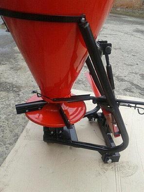 Разбрасыватель удобрений Шип 100 л (под ременной мототрактор) , фото 2