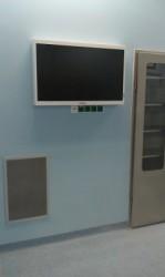 """Широкоформатный монитор 60 """"8 МП для операционной IP 65"""