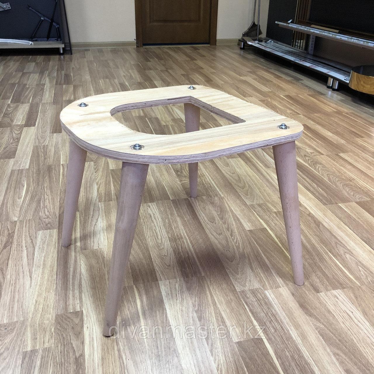 Сиденье мягкого стула с буковыми ножками