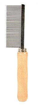 Расческа для верхнего слоя шерсти, деревянная ручка, средние зубья. Длина ручки 18см.