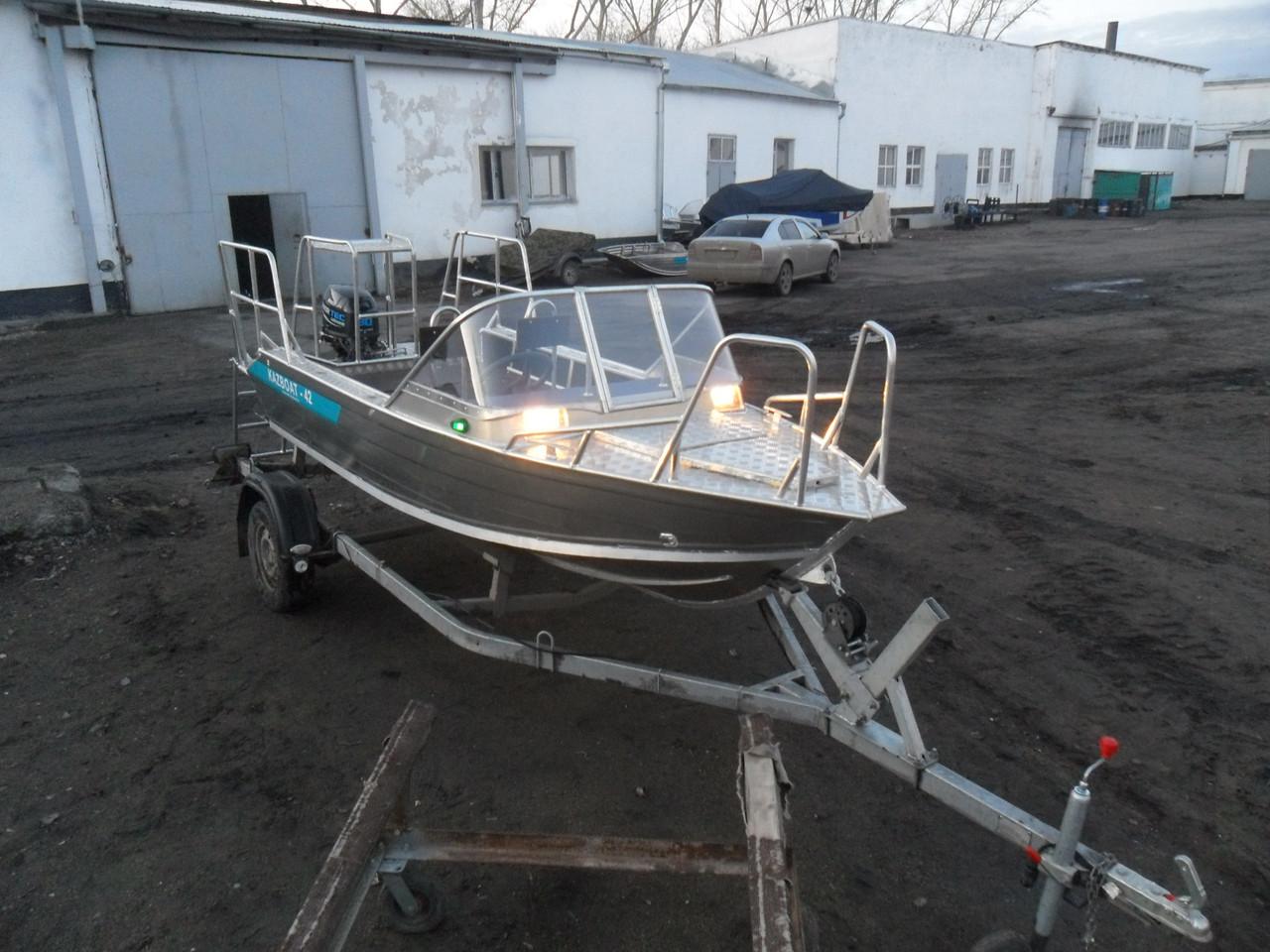 Гребная - моторная лодка Kazboat - 42 люкс