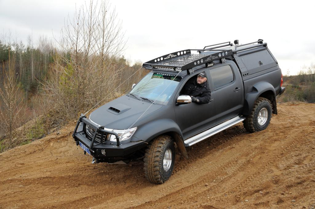 Передний силовой бампер с кенгурином алюминиевый - Toyota Hilux Arctic Trucks