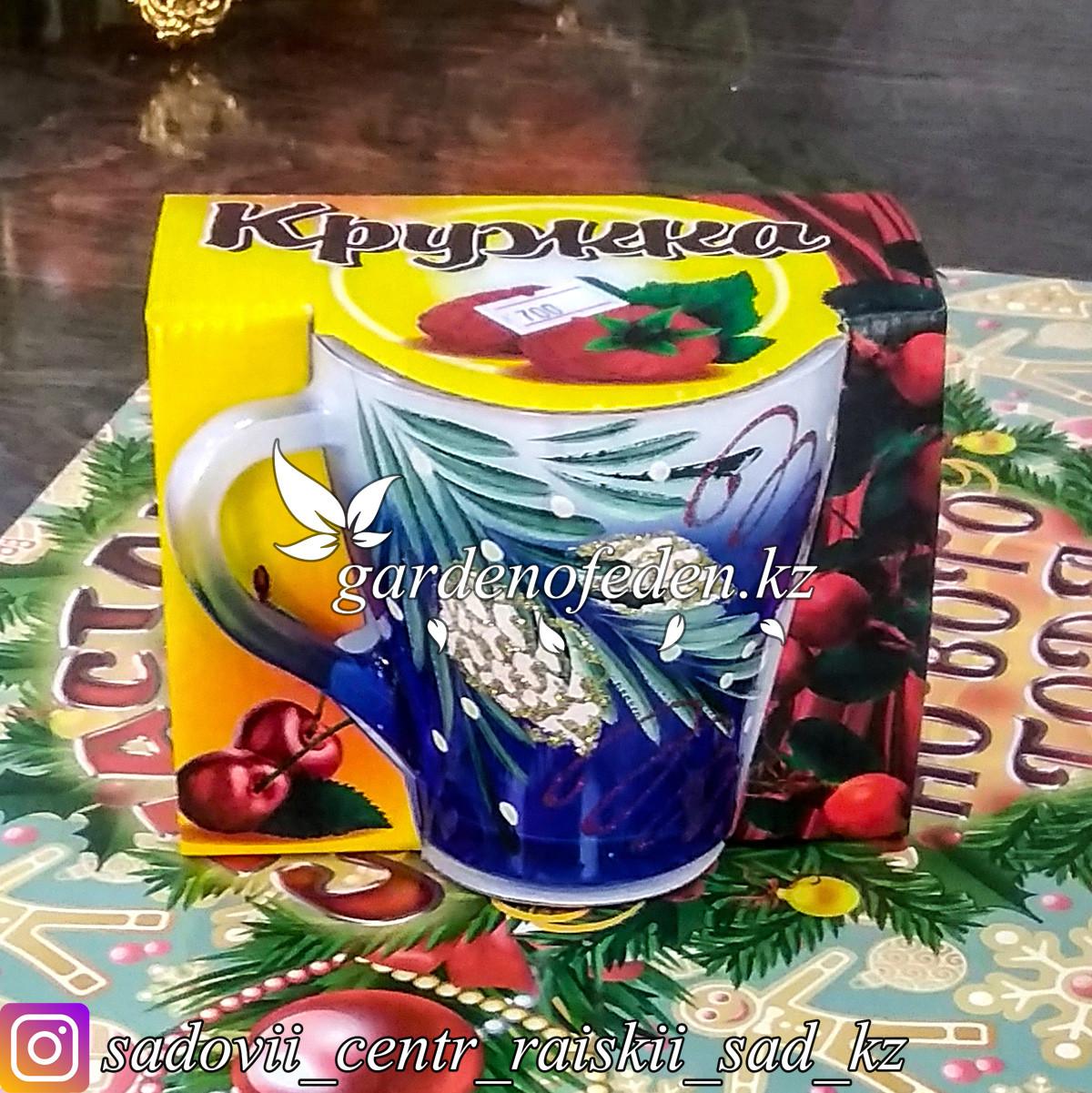 Кружка из цветного стекла с декором. Картонная упаковка. Цвет: Синий/Белый.