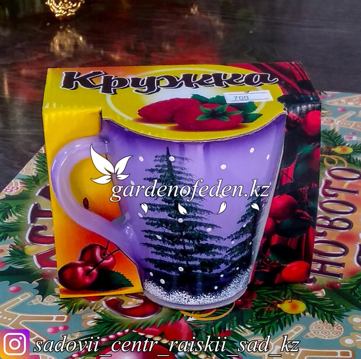 Кружка из цветного стекла с декором. Картонная упаковка. Цвет: Сиреневый.