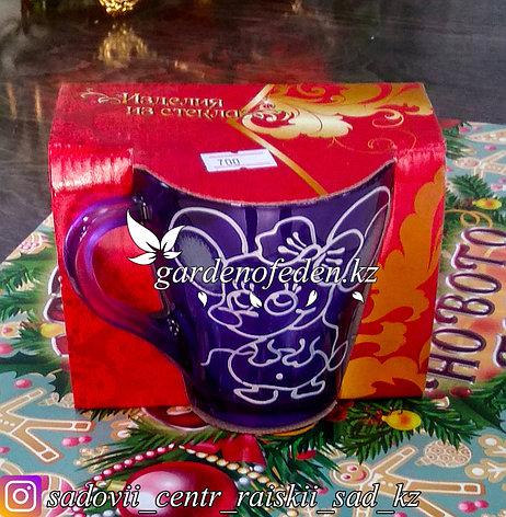 Кружка из цветного стекла с декором. Картонная упаковка. Цвет: Фиолетовый., фото 2