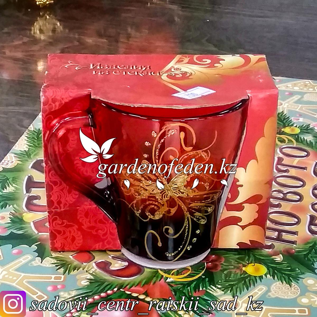 Кружка из цветного стекла с декором. Картонная упаковка. Цвет: Красный/Бордовый.