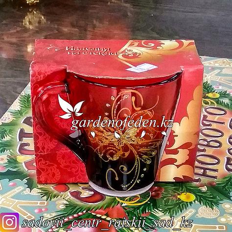 Кружка из цветного стекла с декором. Картонная упаковка. Цвет: Красный/Бордовый., фото 2