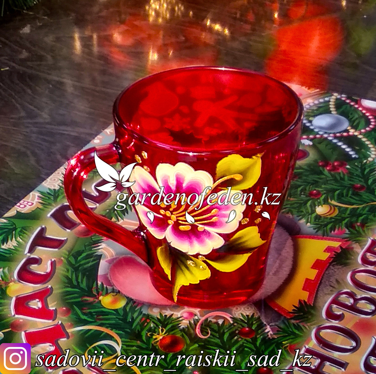 Кружки из цветного стекла с декором. Картонная упаковка. Цвет: Красный. Набор: 6 штук.