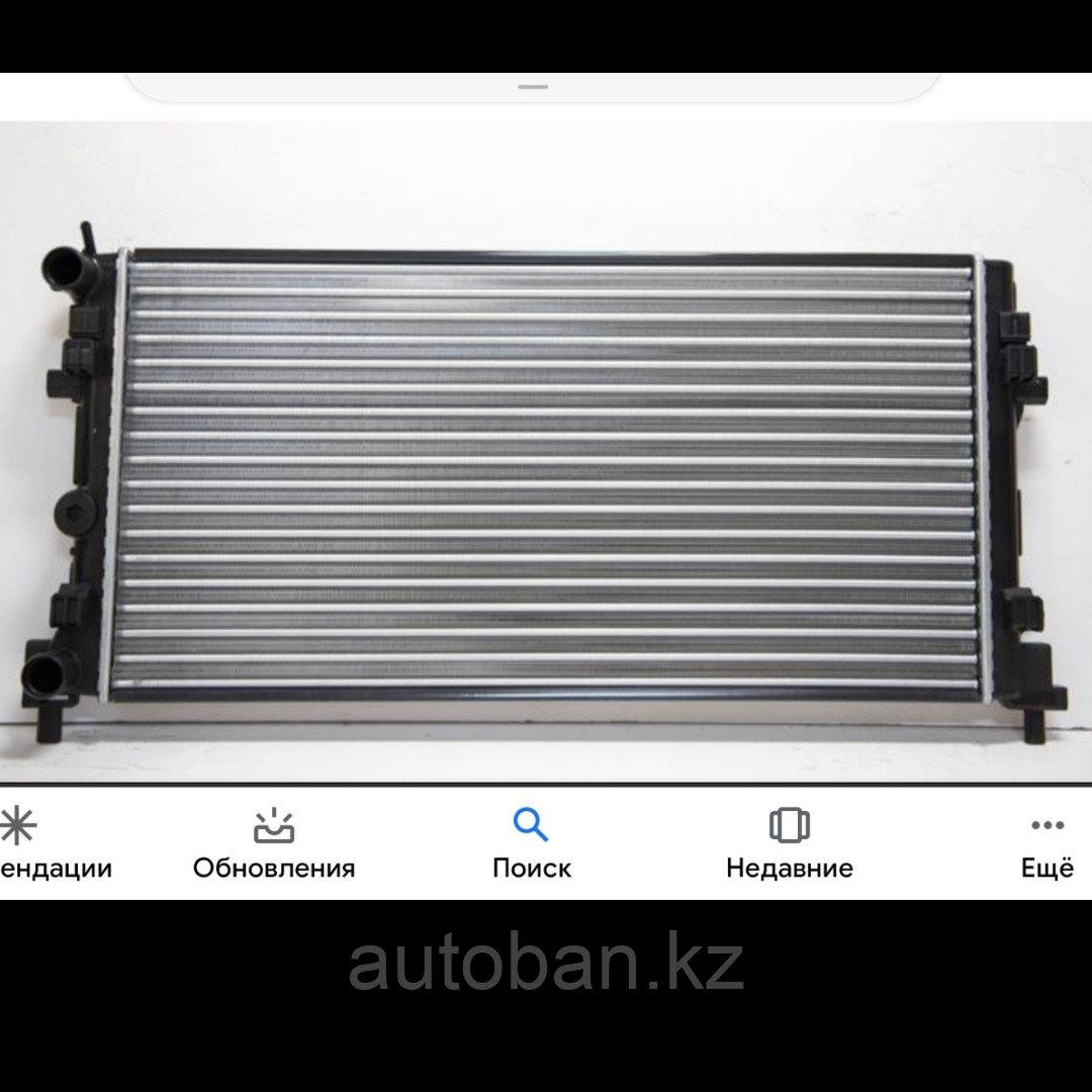 Радиатор охлаждения Skoda Rapid