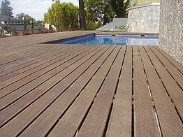 Монтаж террасы возле бассейна