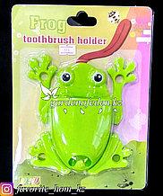 """Держатель для для зубных щеток/пасты, настенный """"Лягушка"""". Материал: Пластик. Цвет: Зеленый."""