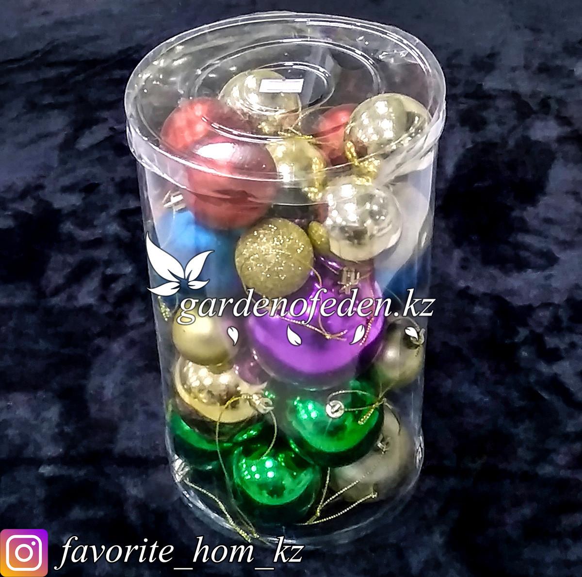 Комплект елочных игрушек в пластиковом кейсе. Цвет: Разные цвета.