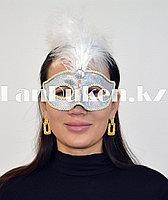 Венецианская карнавальная маска с перьями белая