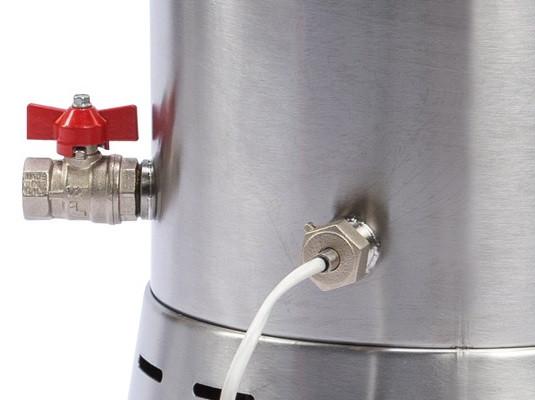 Специальный кран обеспечивает почти полный слив сыворотки из бака