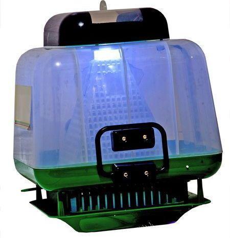 Ловушка Мухобей в работе с включенной ультрафиолетовой лампой