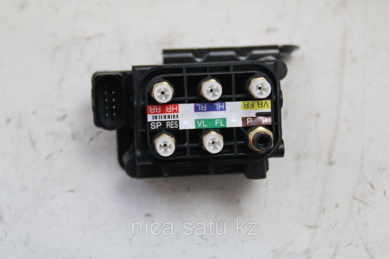 Блок клапанов пневмоподвески MERCEDES-BENZ S-CLASS W222 13-