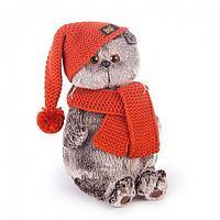 Басик в вязаной шапке и шарфе 19см