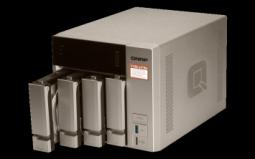 "QNAP TVS-473e-8G Сетевой RAID-накопитель, 4 отсека 3,5""/2,5"", 2 слота M.2 SSD, 2 HDMI-порта. AMD RX-421BD"