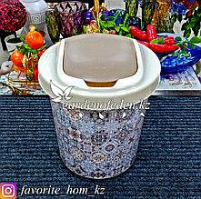 Корзина для мусора, с декором. Материал: Пластик. Цвет: Белый/Коричневый. Объем: 12л.