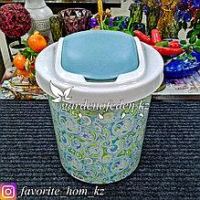 Корзина для мусора, с декором. Материал: Пластик. Цвет: Белый/Бирюзовый. Объем: 12л.