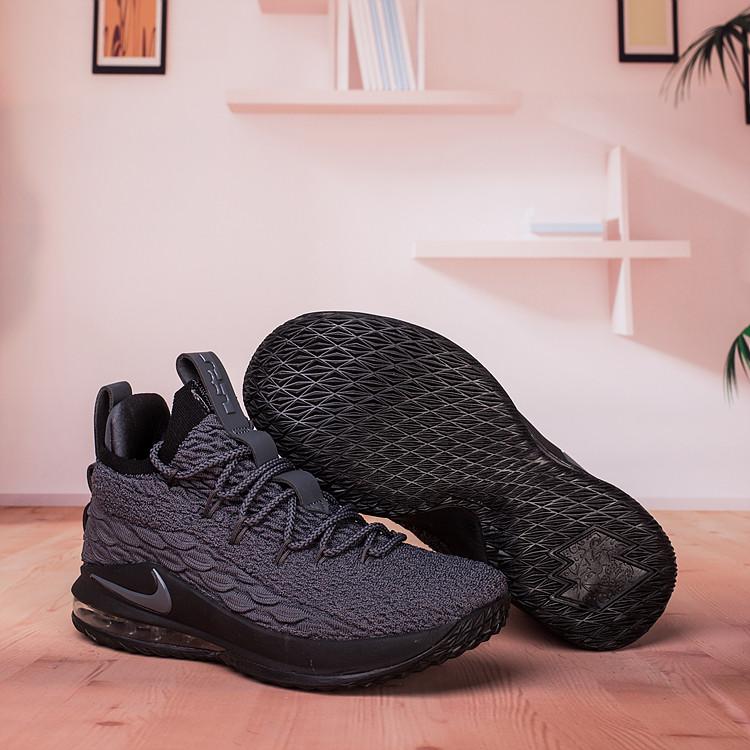 Баскетбольные кроссовки Nike Lebron 15 Low (низкие) размер 42 в наличии