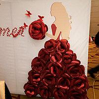 Пресс-стена из бумажных цветов на ҚЫЗ ҰЗАТУ, 3D, фото 1