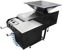 Формовочная машина для подачи сырной массы в дозирующее устройство