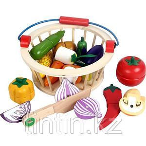 Деревянная корзина с разрезными овощами на магнитах, 12 овощей