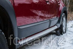 Молдинги на двери Renault Duster 2010-