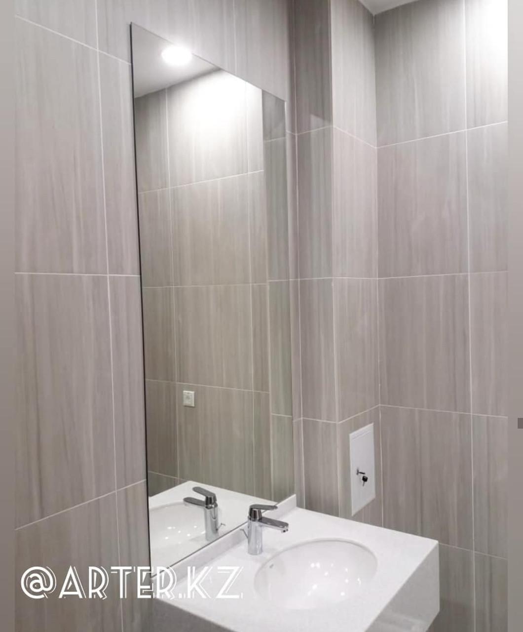 Настенное зеркало в ванную
