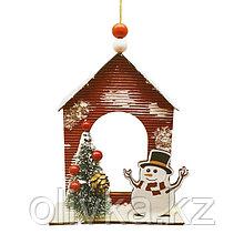 Набор для творчества - создай ёлочное украшение «Снеговик у дома с ёлкой»