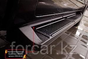 Пороги металлические Toyota Hilux 2011-2013