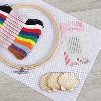 Набор для вышивания крестиком: канва без рисунка 30×20 см, нитки 10 шт, пяльцы d15 см, иглы 6 шт, шпульки 3 шт