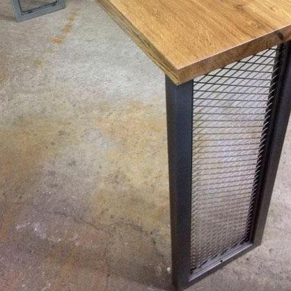 Барный стол на металлическом основании, фото 3