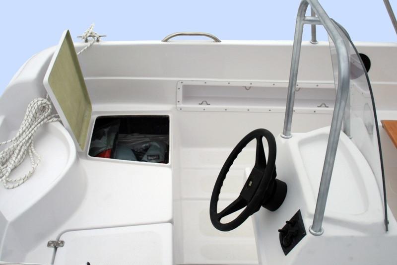 Моторная стеклопластиковая лодка Легант-400 Консоль в Алматы