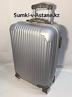 Маленький пластиковый дорожный чемодан на 4-х колесах.Высота 53 см,ширина 35 см,глубина 25 см., фото 1