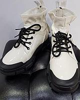 Кроссовки лаковые