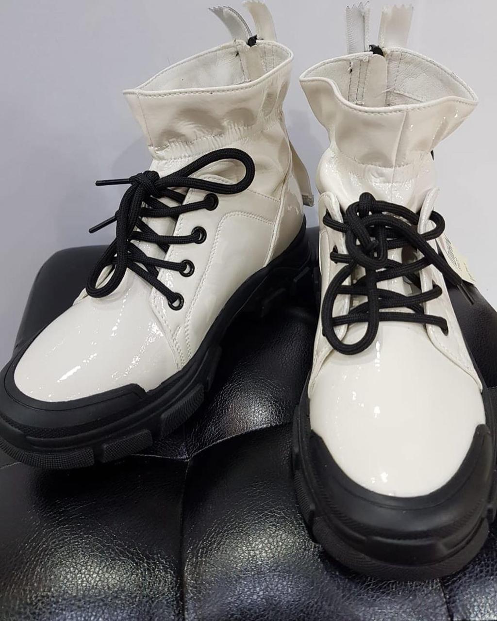 Кроссовки лаковые - фото 1